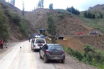 Restringen tráfico vehicular en tramo Sucre-Ravelo para arreglos en la ruta