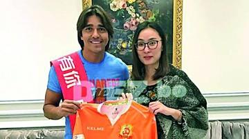 Martins se queda en China
