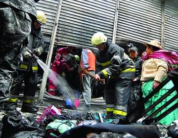 Incendio destruye casetas de un mercado en el Valle