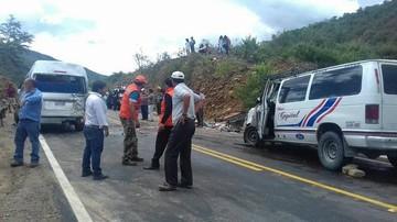 Colisión entre minibuses deja al menos cinco fallecidos en la vía Aiquile-Sucre