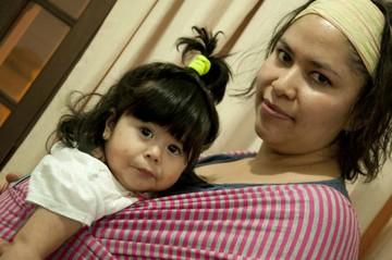 'Wawita a bordo' presenta fulares artesanales para transportar bebés