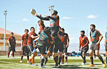 Club Saurones impulsa práctica de rugby en Sucre