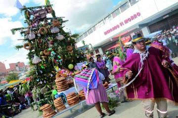 Jueves de Comadres en los mercados de Sucre