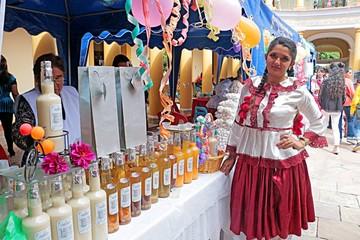 Bebidas tradicionales, al alcance en feria céntrica