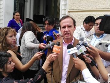 Petrocontratos: Quiroga ve linchamiento político