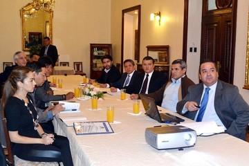 Gobierno y empresarios reanudan mesas de trabajo para impulsar el crecimiento económico