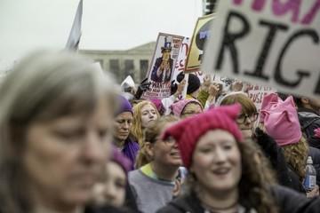 """Huelgas y protestas contra Donald Trump marcan el """"Día sin mujeres"""" en EEUU"""