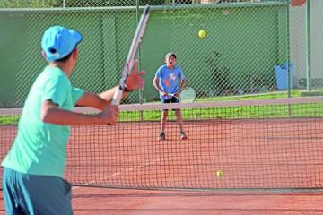 Tenistas juegan por puntos