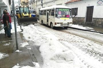 Sucre: Lluvia con granizo provoca inundaciones y taponamientos