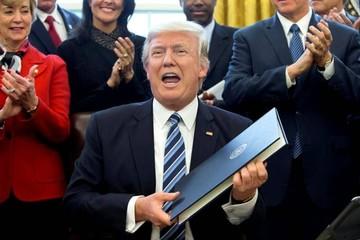 """Trump ordena una revisión para recortar el """"despilfarro"""" en su Gobierno"""
