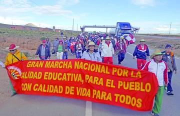Gobierno ve pugna sindical en la marcha de maestros