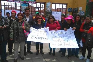 "El Alto: Amalia Pando encabeza ""muralla humana"" para evitar toma de campo ferial"