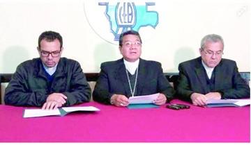 """Obispos acusan al """"Vice"""" de tergiversar a Francisco"""