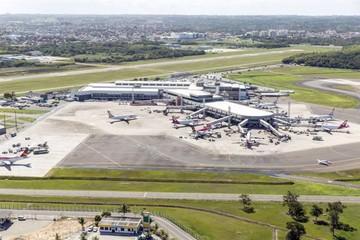 Brasil privatiza la administración de cuatro aeropuertos