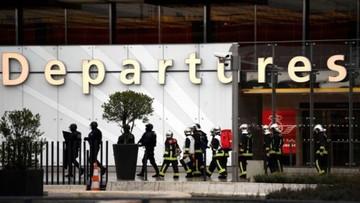 Militares abaten a sujeto que intentó abrir fuego en aeropuerto parisino