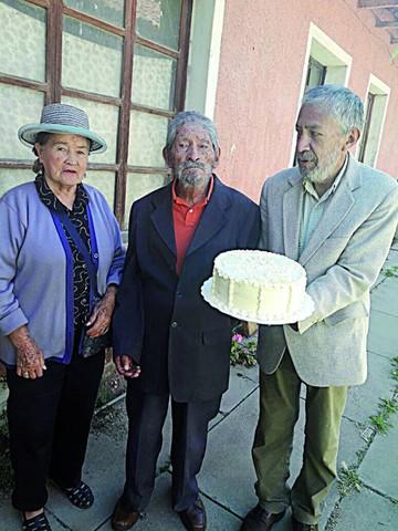 Padre centenario, una de  las historias del 19 de marzo