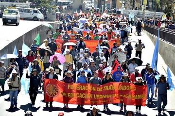 Maestros urbanos llegan a La Paz luego de ocho días de marcha