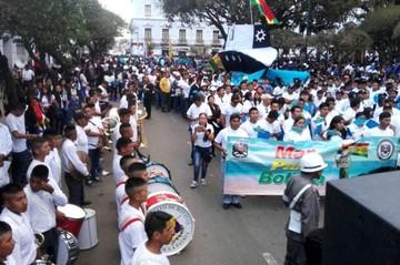 Bolivianos llenaron plazas tras largas caminatas en respaldo a la demanda marítima