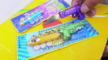 Venden navajas en forma de juguetes en escuelas