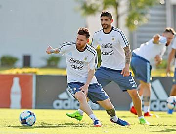 Argentina se reencuentra con Chile en partido clave