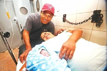 Bebé nacido en un auto alegra a una joven pareja que tuvo a su quinto hijo