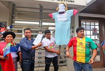 Bolivia apelará a tres vías para revertir prisión de compatriotas