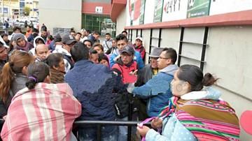 Los revendedores causan molestia en el Hernando Siles