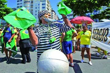 En Brasil marchan por una renovación de la clase dirigente