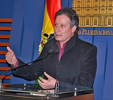 César Navarro advierte largo proceso de adecuación de contratos mineros