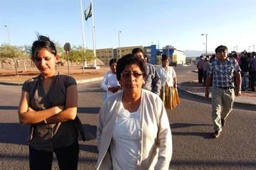 Bolivianos detenidos en Chile reciben visita de familiares en la cárcel