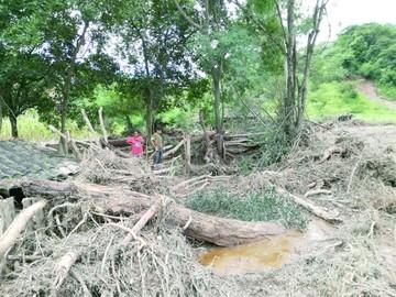 Crecida de río en comunidad Bohórquez causa destrucción