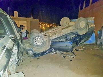 Accidente en zona Azari deja daños materiales