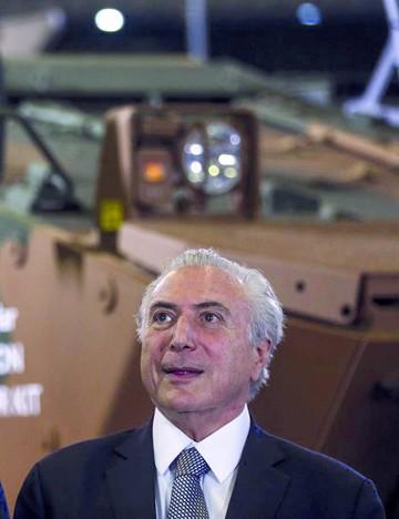 Temer se beneficia de defensa de Dilma