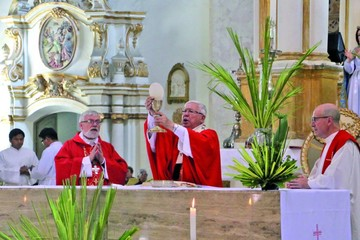 Ritual de Domingo de Ramos  mueve a miles de feligreses