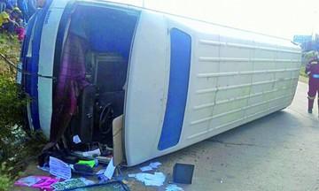 Accidente de microbús  deja un anciano muerto