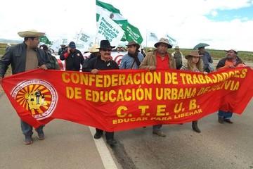 Maestros urbanos aceptan diálogo con el Gobierno para este 12 de abril