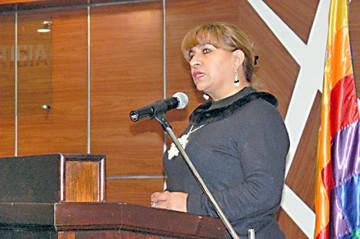 Cuestionan a una jueza por ser dirigenta regional