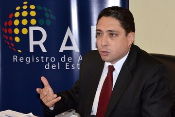 Ministro Arce denuncia que lo suplantaron para pedir favores políticos