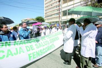 Gobierno reprocha presión de dos sectores movilizados