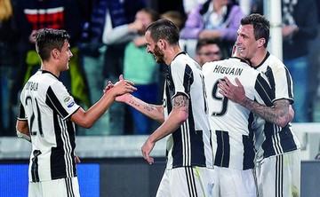 Juventus golea en casa y acaricia el título