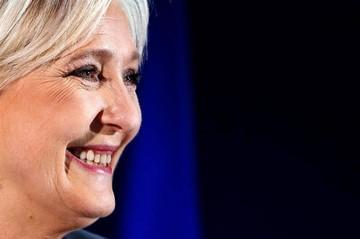 Le Pen se aparta de la presidencia del FN para alargar su base electoral