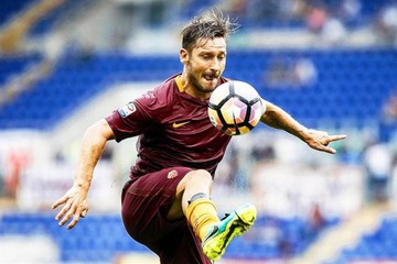 Anuncian retiro de Totti