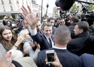 Macron amplía ventaja sobre Le Pen al final de la segunda vuelta