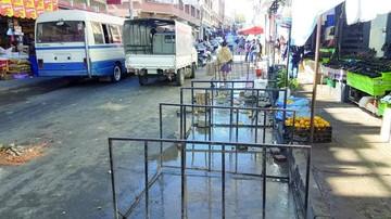 Avanza el despeje de calles en el sector del mercado Campesino