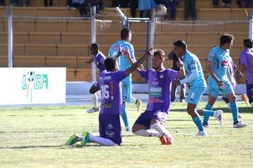 Real Potosí vence 2-1 a Bolívar y suma su cuarta victoria consecutiva