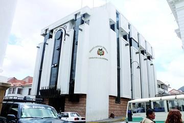 Amabol en emergencia por cesación de juristas