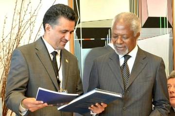 """Bolivia entrega el """"Libro del Mar"""" a ex secretario general de la ONU y Premio Nobel de la Paz"""
