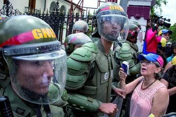 Venezuela: La oposición pide apoyo de la milicia