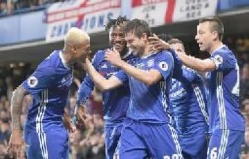 El Chelsea celebra el título con una trabajada victoria