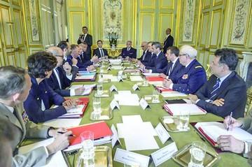 Francia: Macron pide cohesión a nuevo gobierno